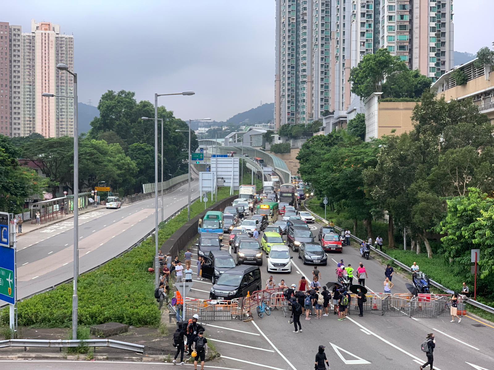 示威者堵塞車公廟路一帶。