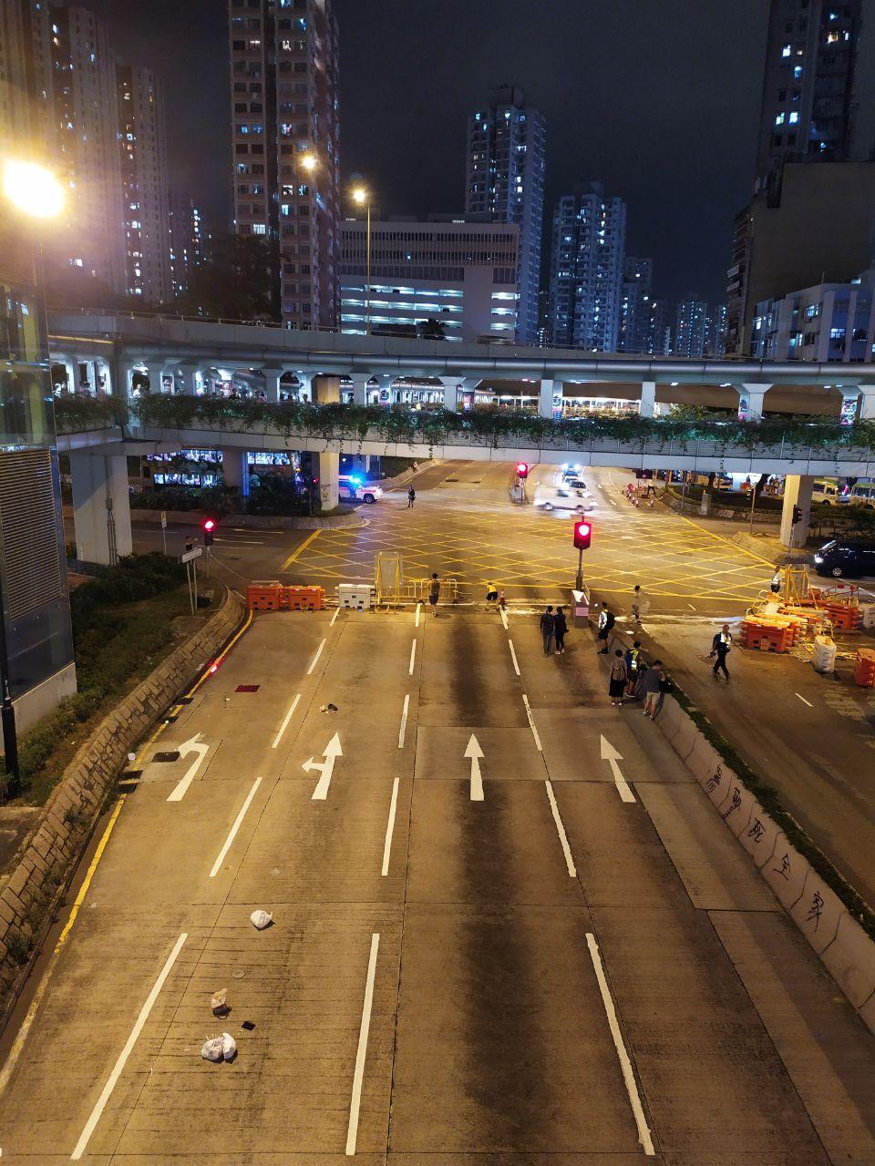 荃灣示威者堵塞青山公路。網上圖片