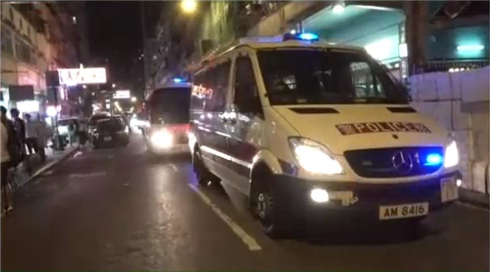 有警車到場。港台電視截圖