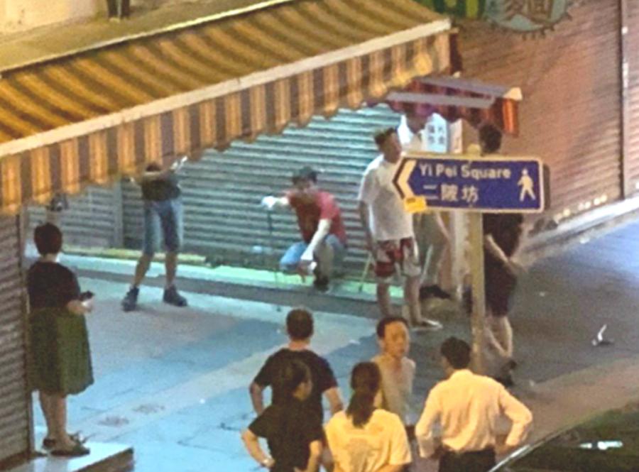 荃灣有人懷疑手持武器聚集。網上圖片