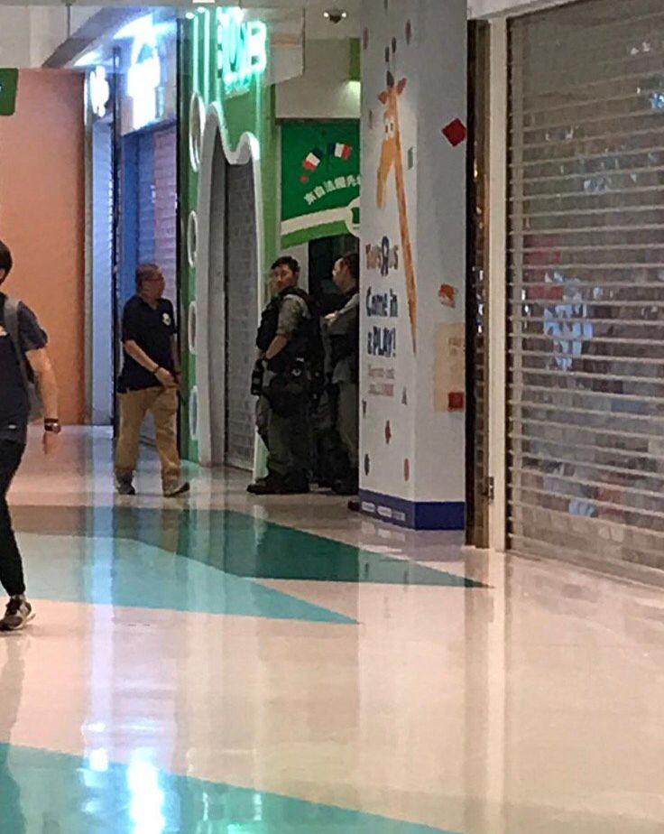 防暴警進入商場。連登討論區圖片