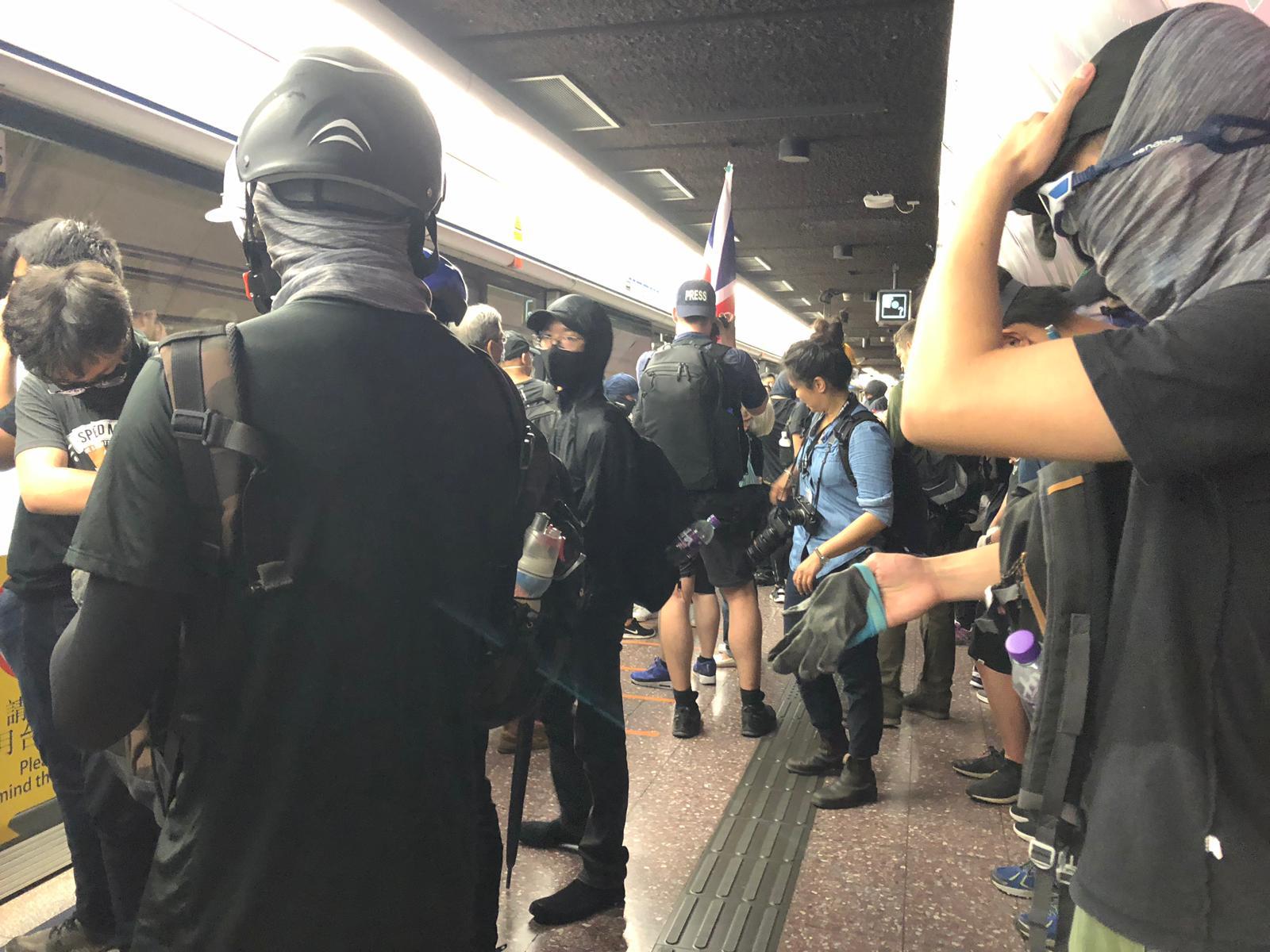 示威者乘港鐵到銅鑼灣。