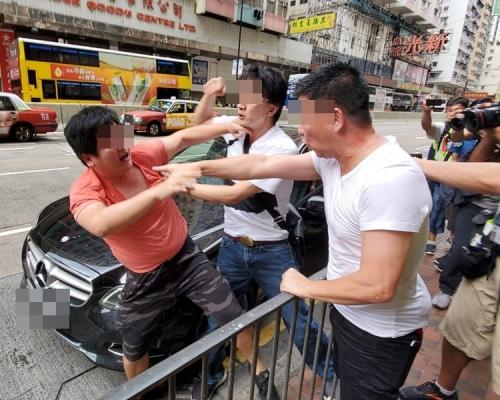 【逃犯條例】劉小麗現身北角惹爭執 「紅白衫」疑認錯「自己人」互毆(片段)