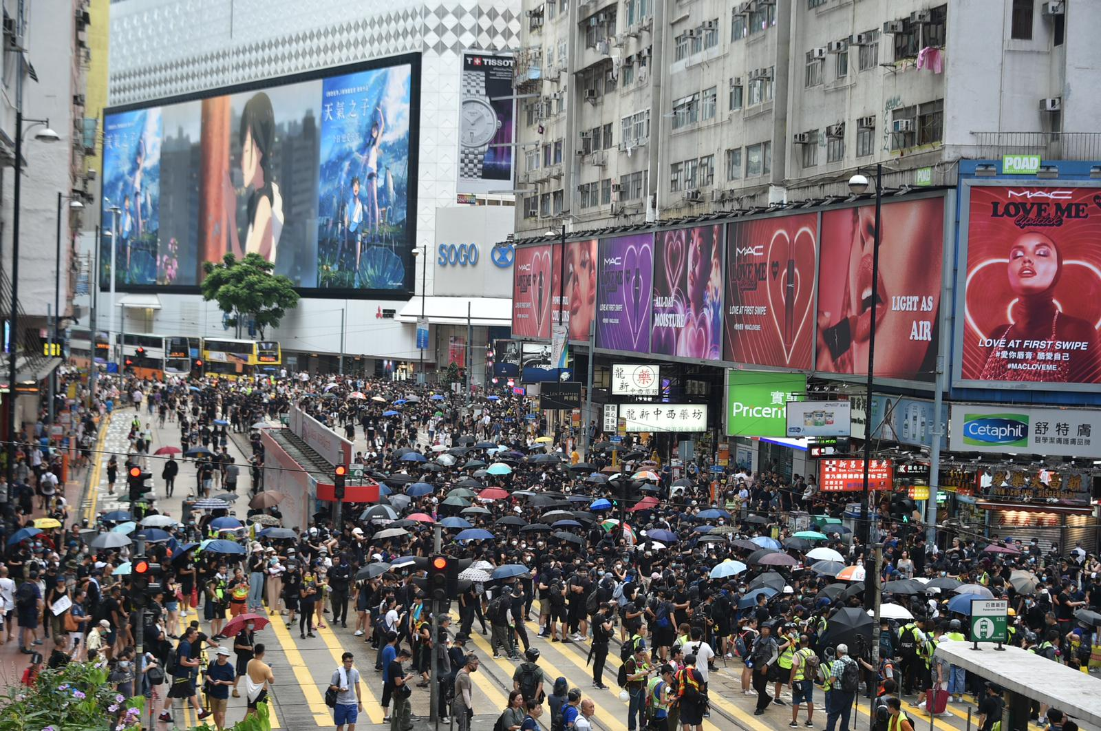 示威者佔據軒尼詩道。