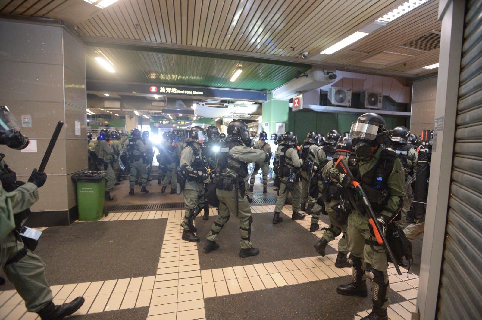 示威者與警察爆發激烈衝突