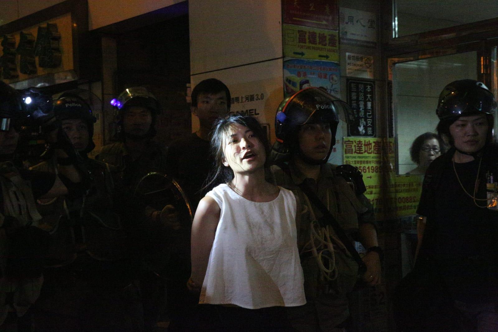 仇栩欣被捕。