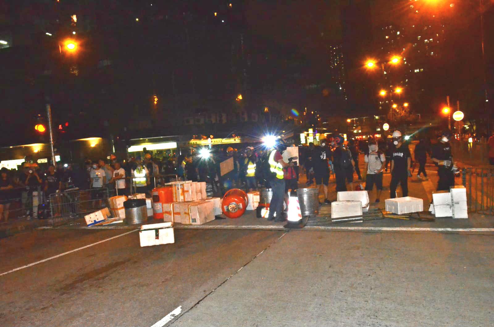 葵芳示威者仍聚集