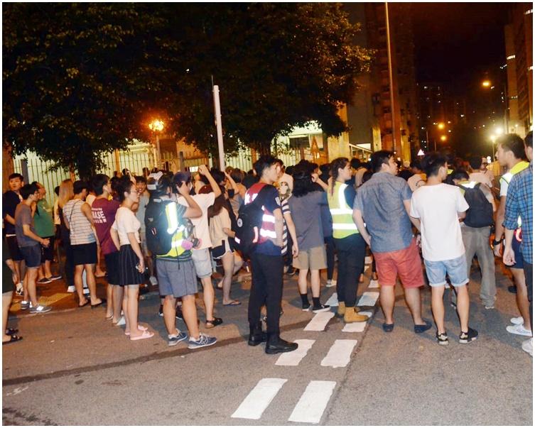 青山警署衝突後情況。