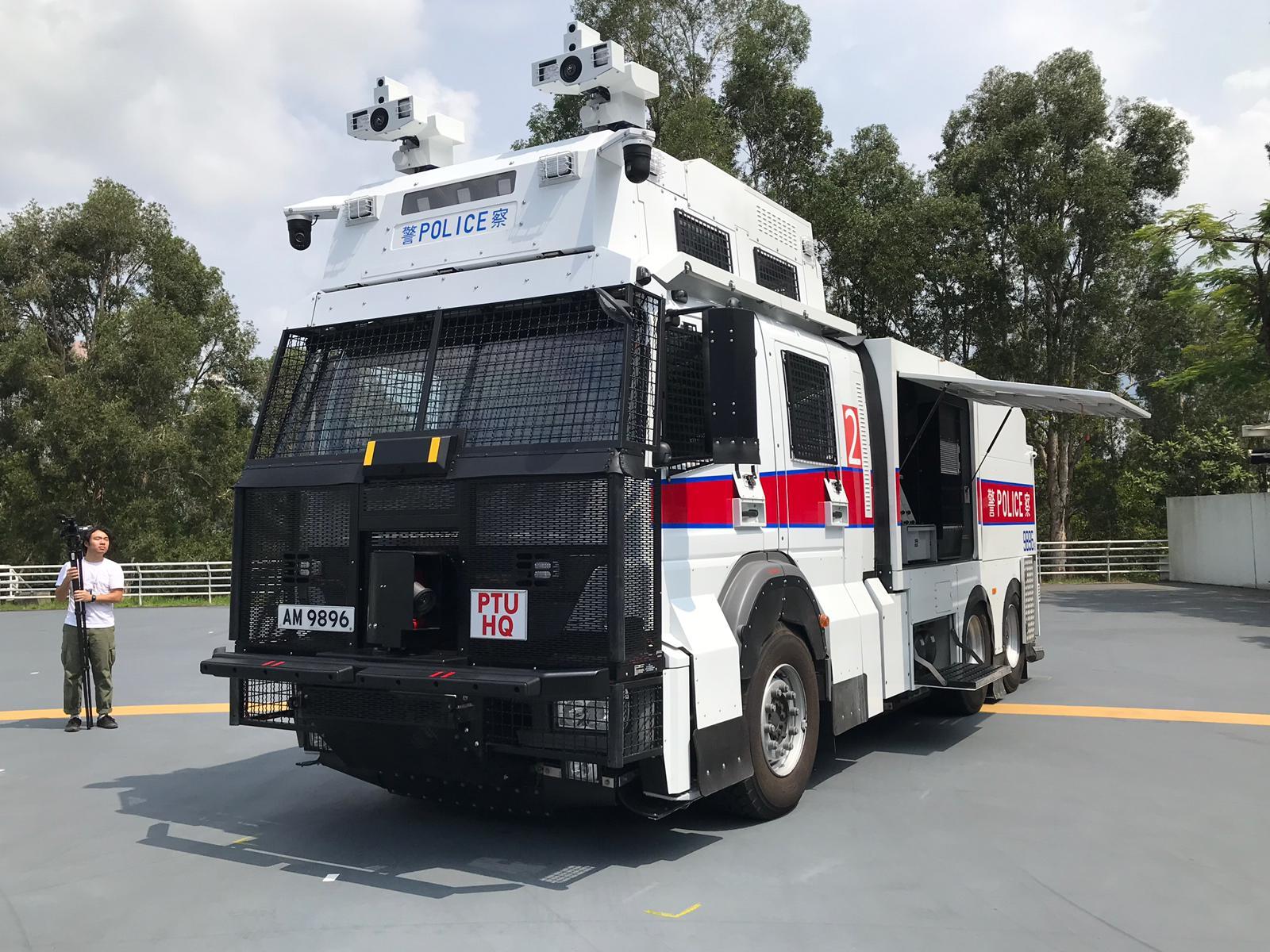 除車頂兩個噴水裝置外,「水炮車」車頭亦裝有噴水裝置,可作驅散之用。