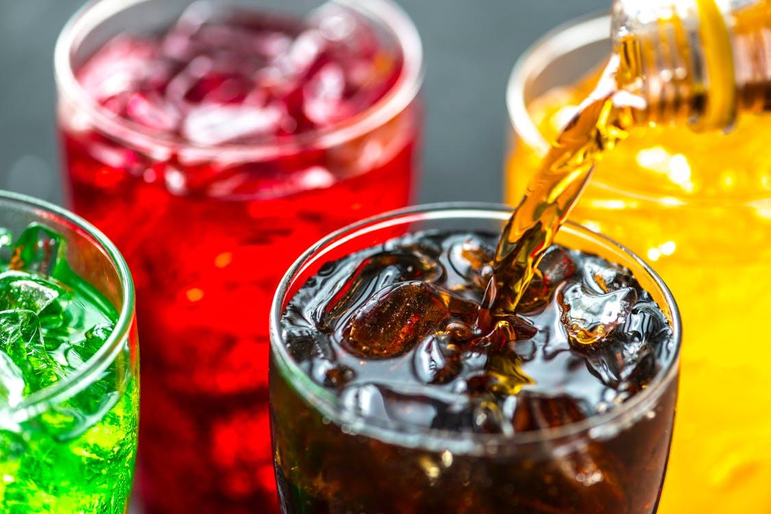 江蘇一名男子天天把汽水當水喝,結果患上糖尿病不治身亡。 示意圖/網圖