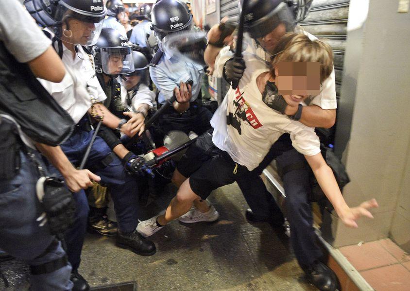鄧炳強表示,至今有約700人被捕。資料圖片