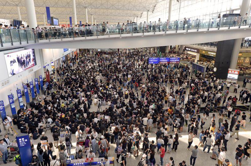 機場受示威者集會影響,昨日運作癱瘓,機管局取消全日餘下航班。 資料圖片