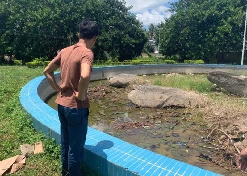 蓮花池原本深約一米,事後大部分池水已抽走。(網圖)