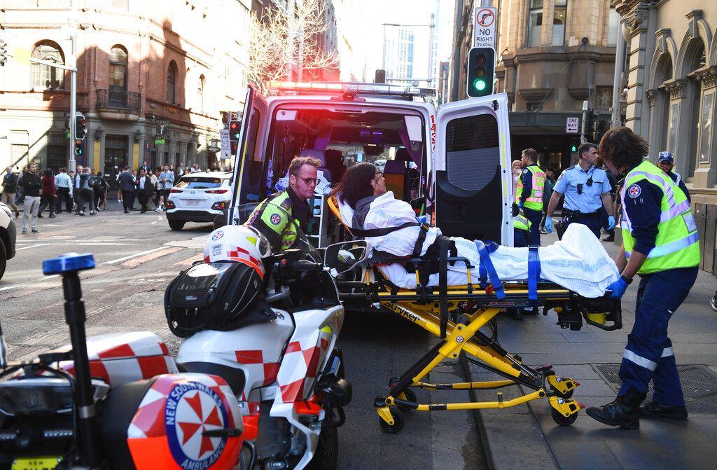 雪梨市中心發生當街斬人案。AP