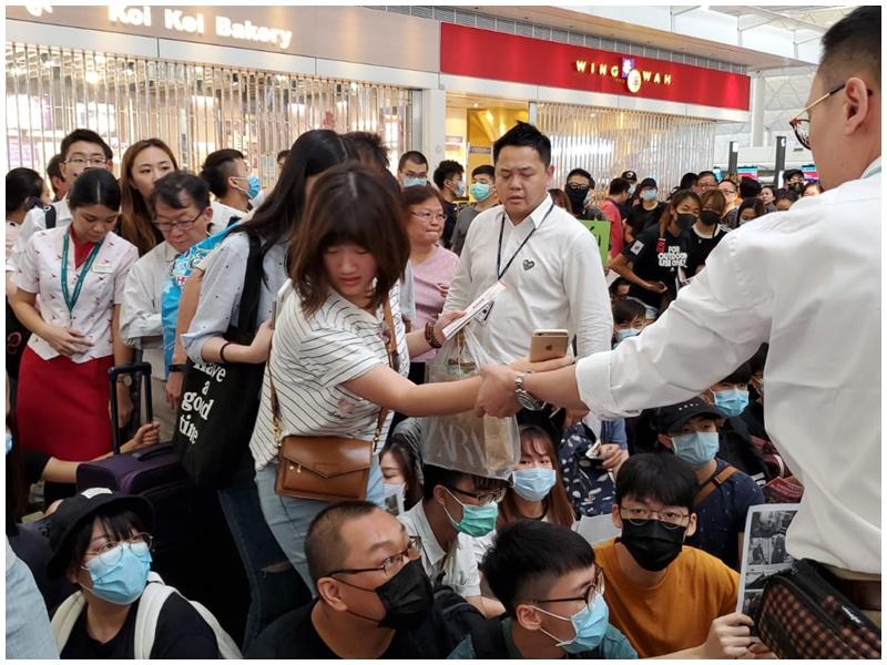 旅客需職員協助才能進入禁區。