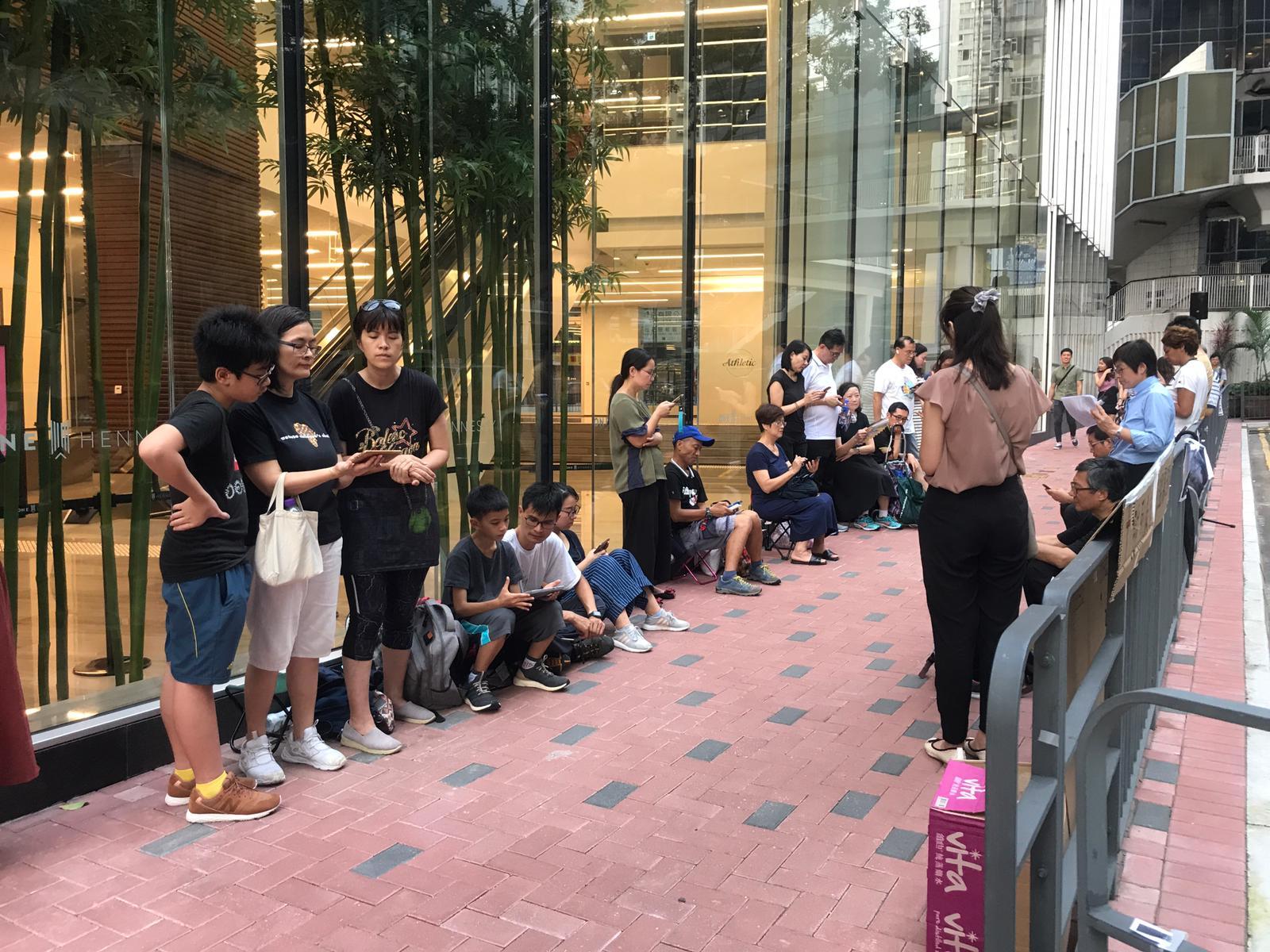 【逃犯條例】警總外48小時唱詩祈禱會 抗議警方濫暴