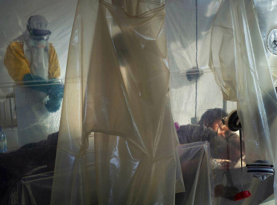 醫學界研究藥物對付伊波拉病毒取得重大突破。AP