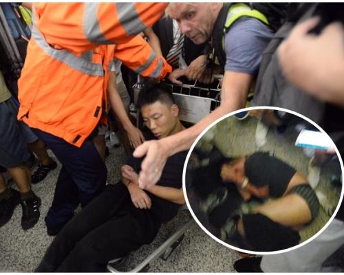 【機場集會】疑似公安內地男遭圍困 防暴警施放胡椒噴霧拘兩人