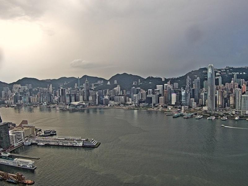 預測多雲有驟雨。天文台圖片