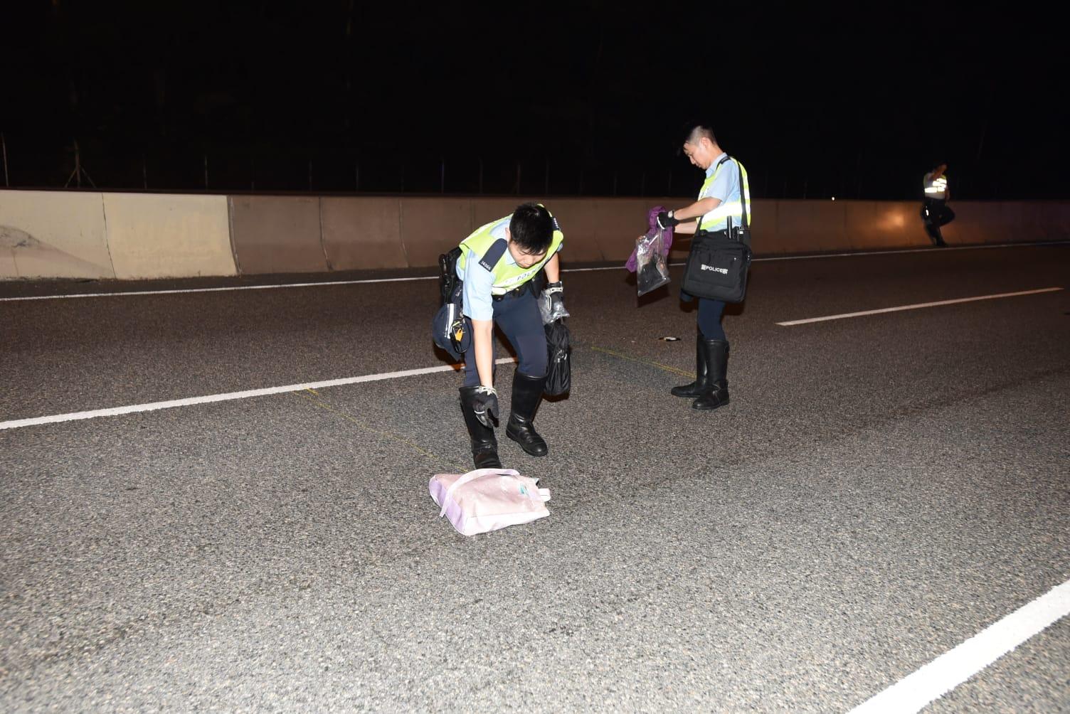 現場遺下死者的皮鞋、衣物及一個袋。