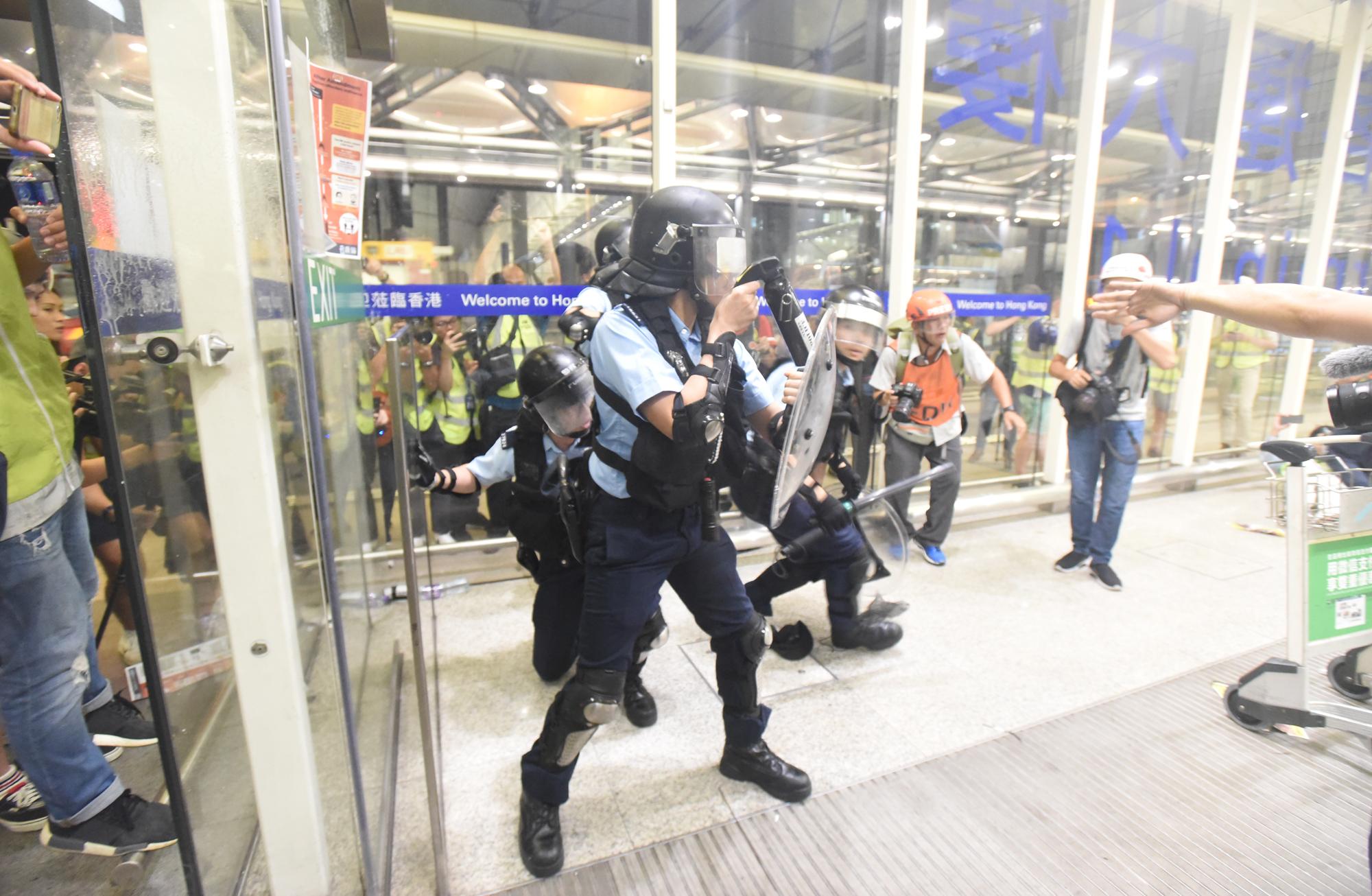 警方對激進示威者的嚴重暴力行為予以極嚴厲譴責。 資料圖片