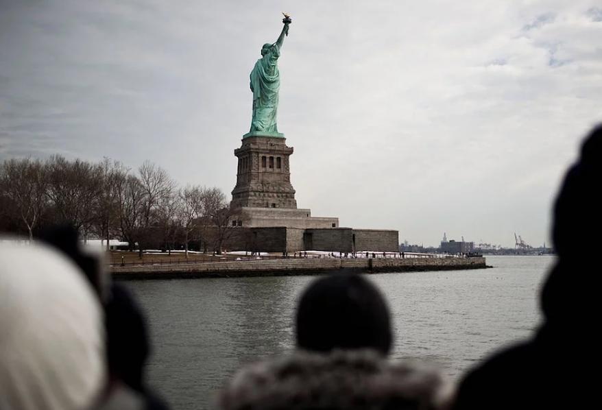 自由神像。