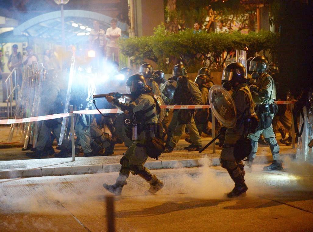 聯合國指,警方放催淚彈做法違反國際慣例和標準。 資料圖片