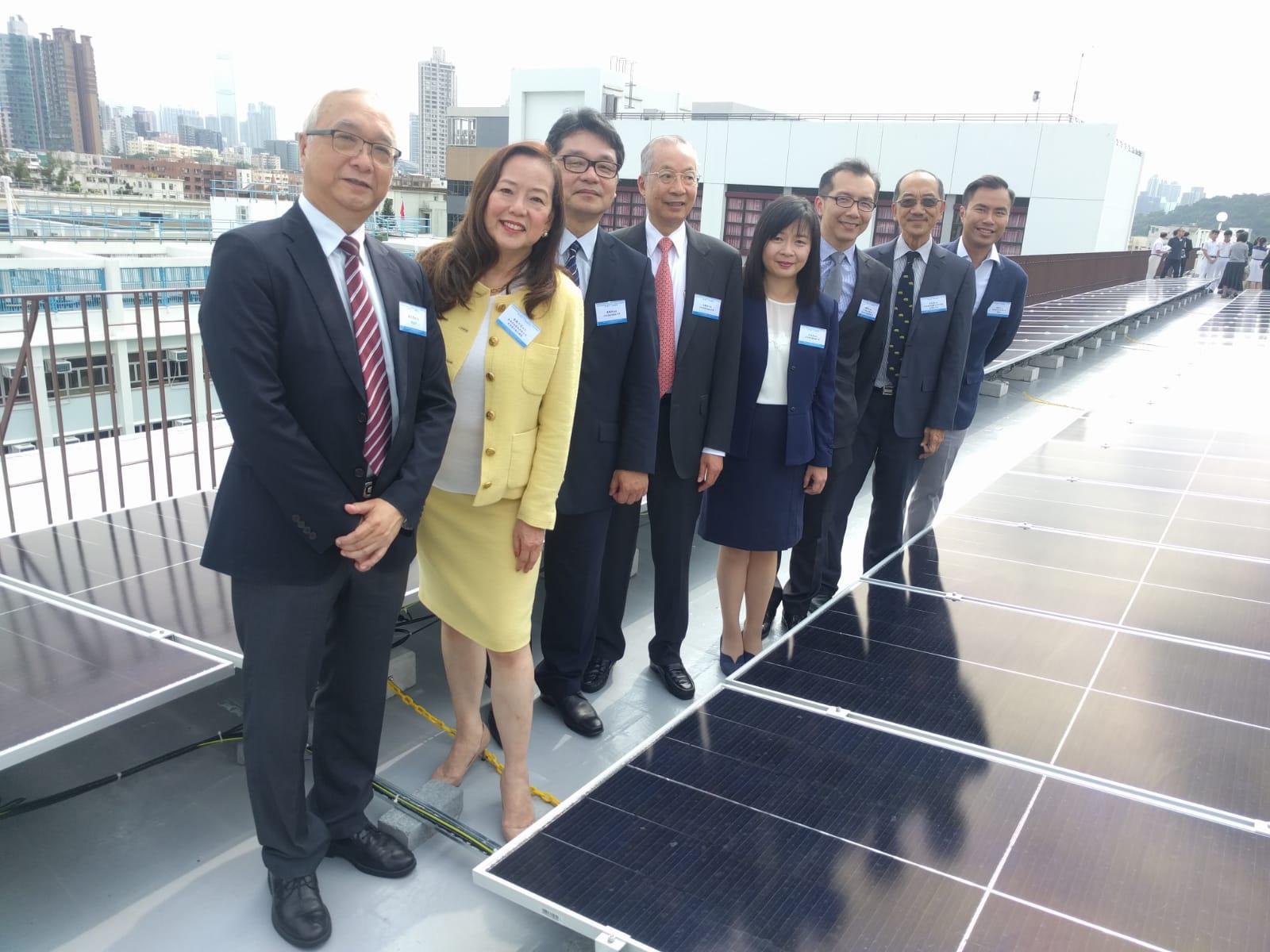 何明華會督銀禧中學今舉行太陽能發電併網發電儀式。