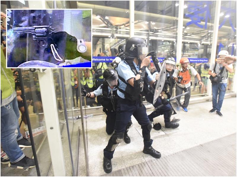 小圖為警員拔槍戒備。有線新聞影片截圖