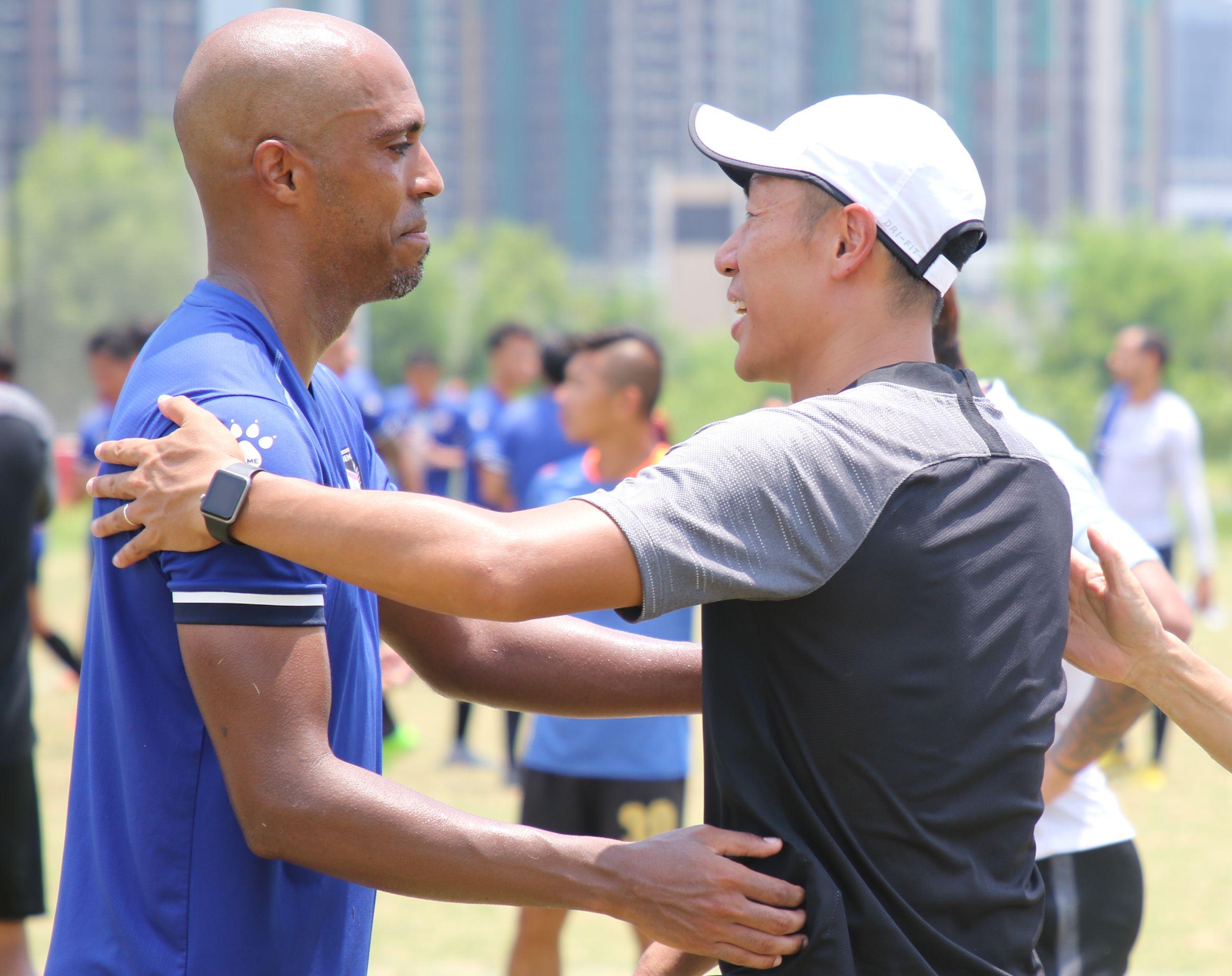 法比奧(左)呼籲球迷新一季續替他們打氣。