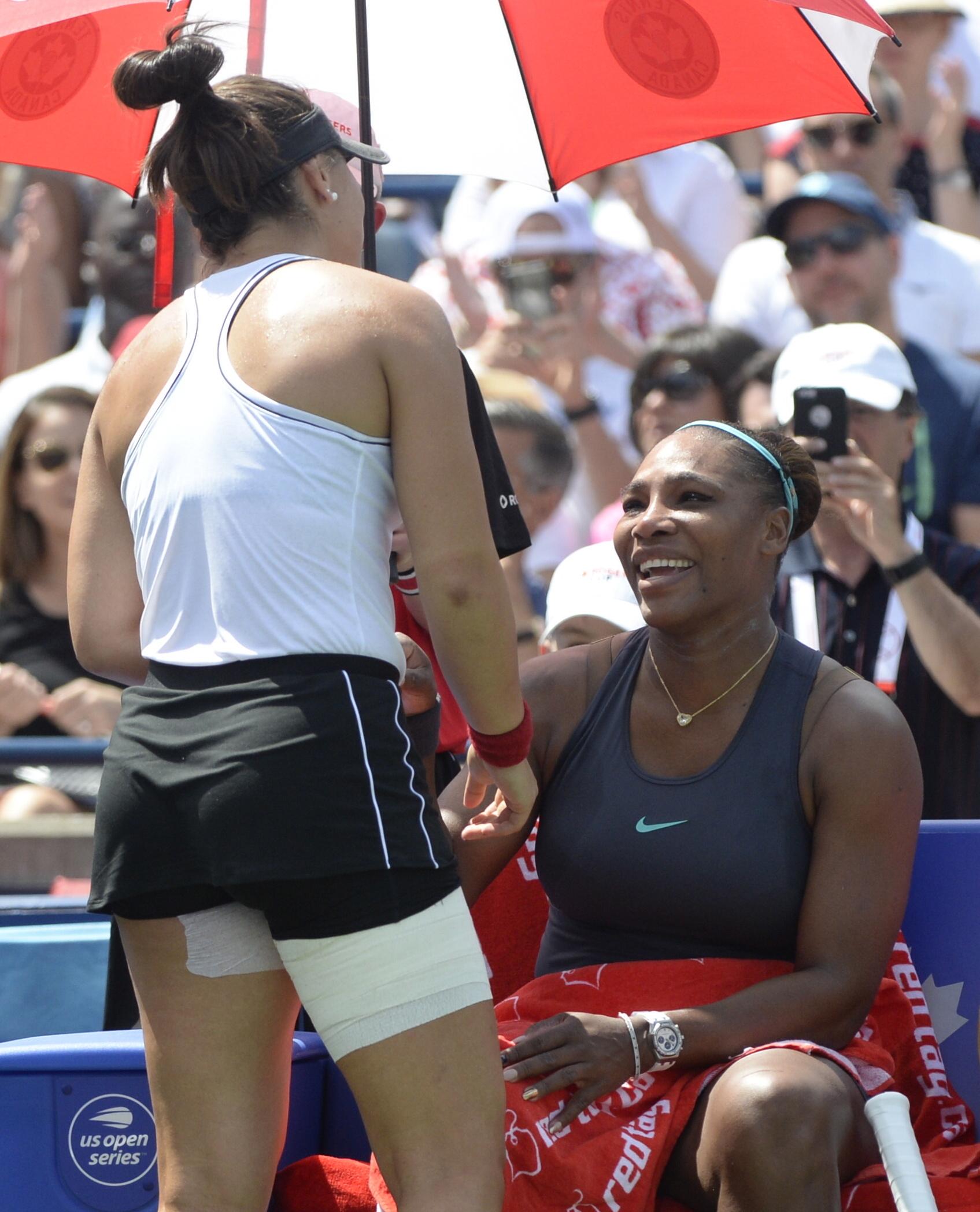 細威(右)上周在多倫多網賽決賽中途因傷退出。AP