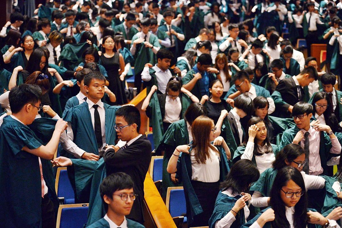 港大除消今年新生入學禮,新生穿上綠袍的一幕不再。資料圖片