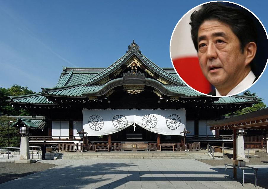 自2013年起,安倍連續多年在8月戰敗投降紀念日獻上「玉串料」。