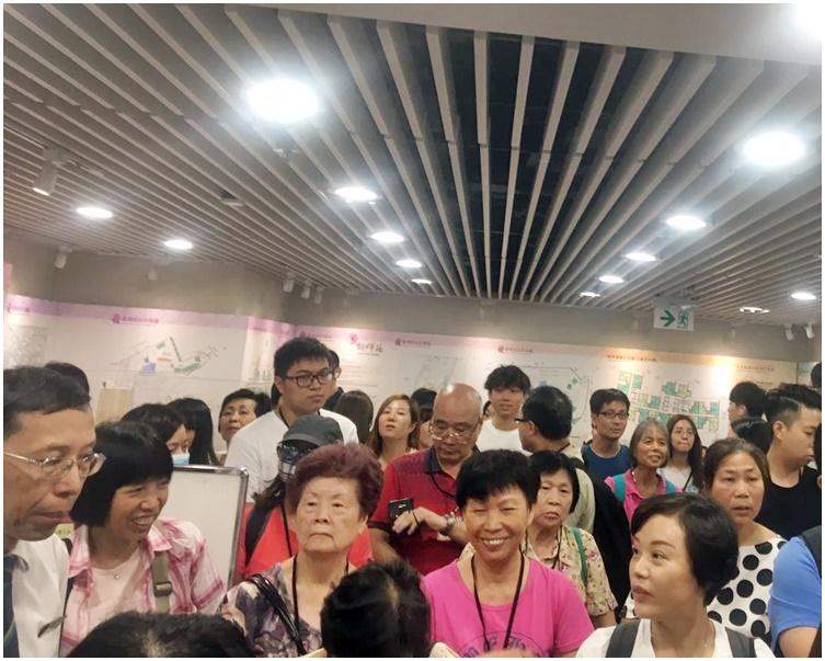 有市民到場觀看攪珠儀式。