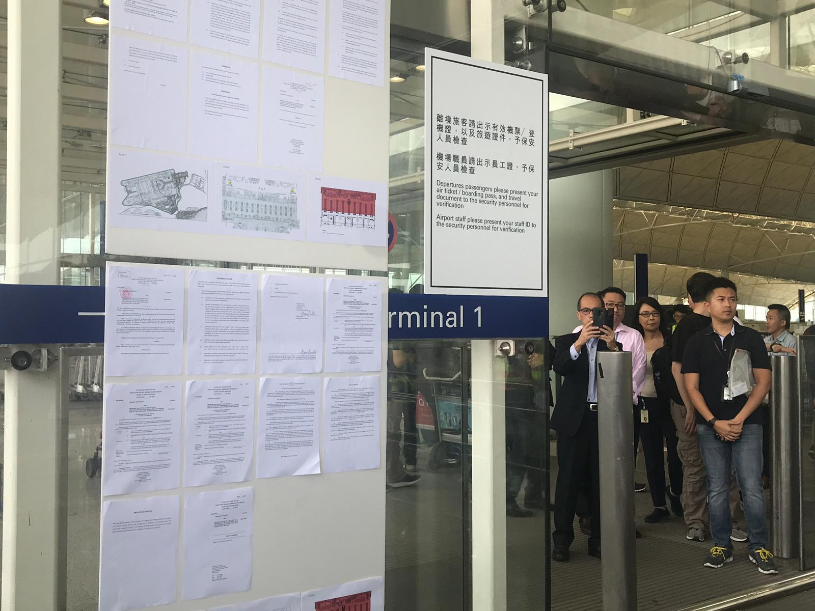 機管局取得法庭臨時禁制令,禁止任何人在機場指定範圍內示威集會,直至下周五。 資料圖片