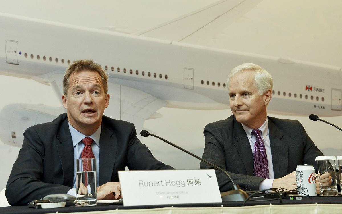 國泰航空原行政總裁何杲 Rupert Hogg(左),主席史樂山 John Slosar(右)。資料圖片