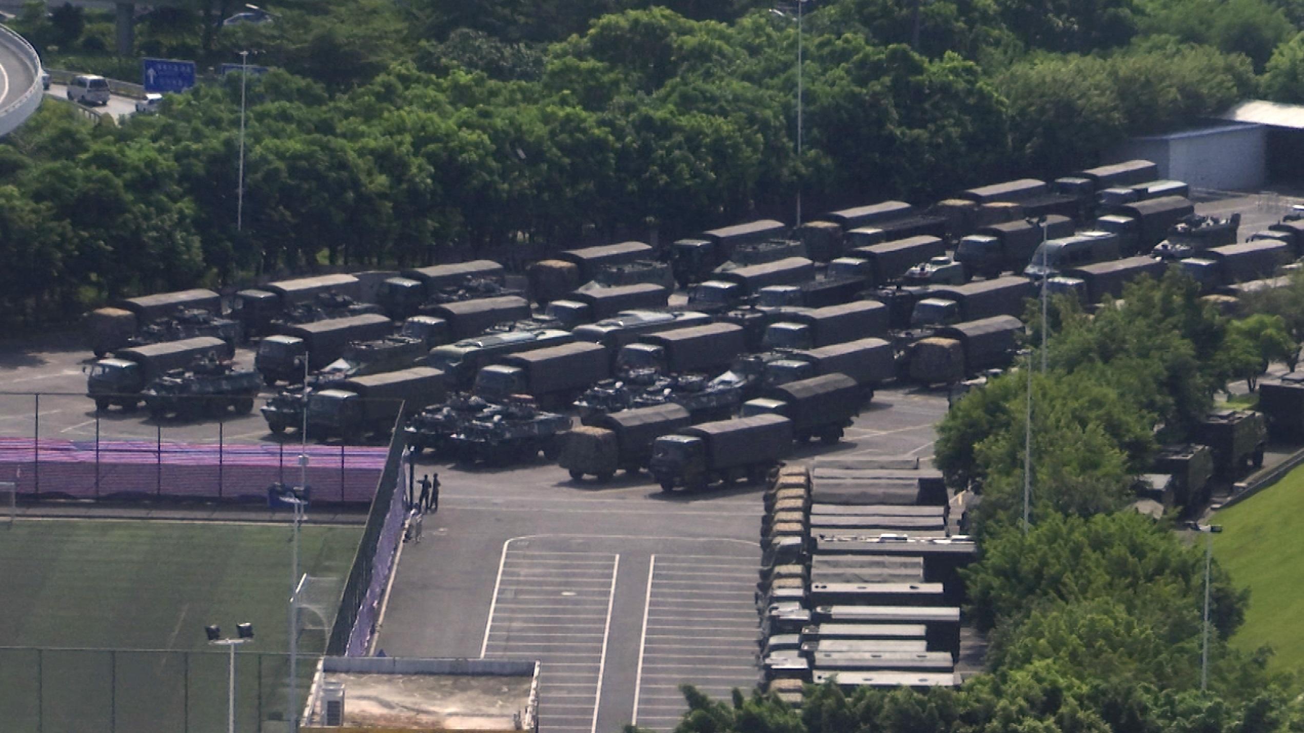 中央社引述消息,至少一萬名武裝警察部隊隊員在深圳戒備。美聯社圖片