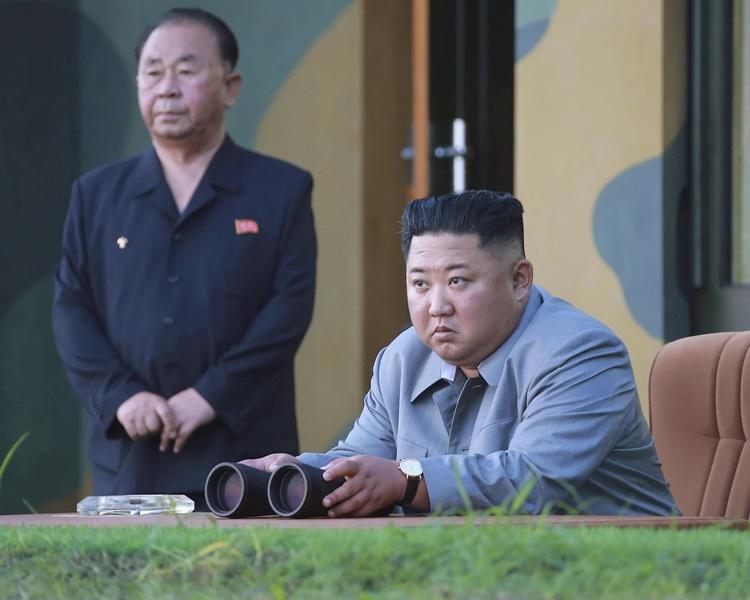 朝中社報道金正恩昨日再次指導新型武器試射。AP