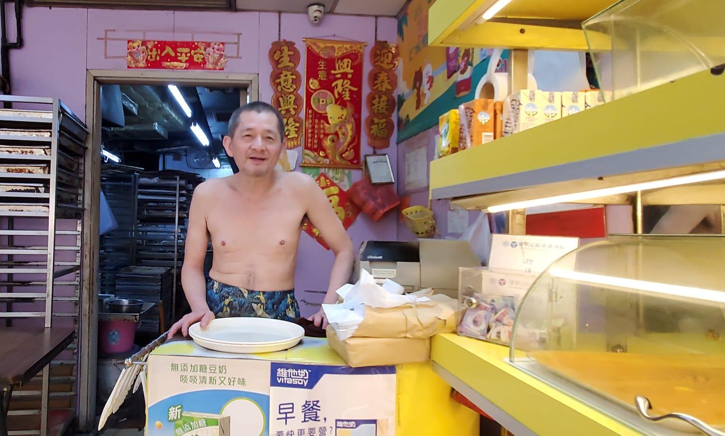 土瓜灣道麵包店負責人吳先生希望社會平靜點好。