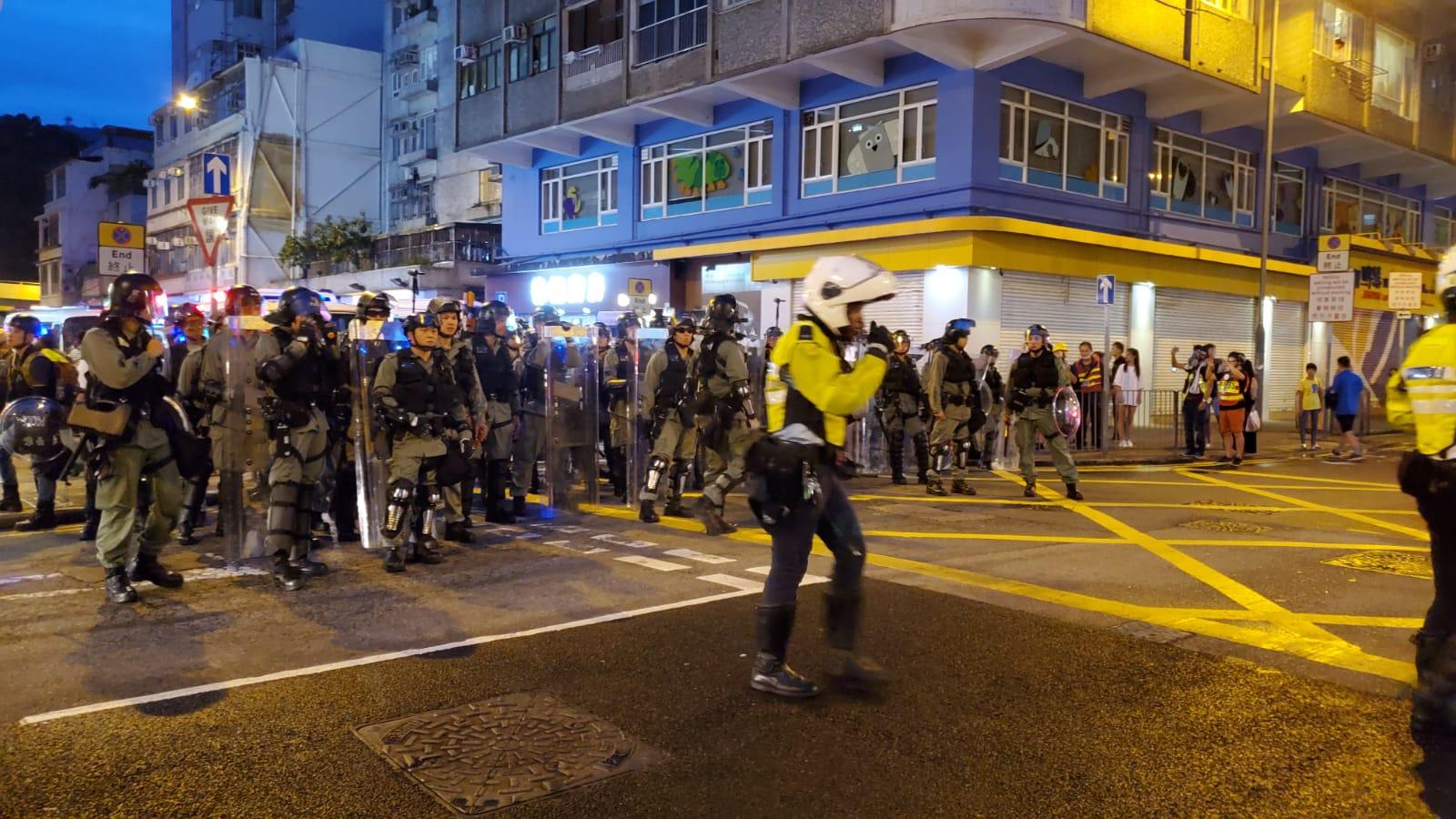 警方開始驅散旺角示威者