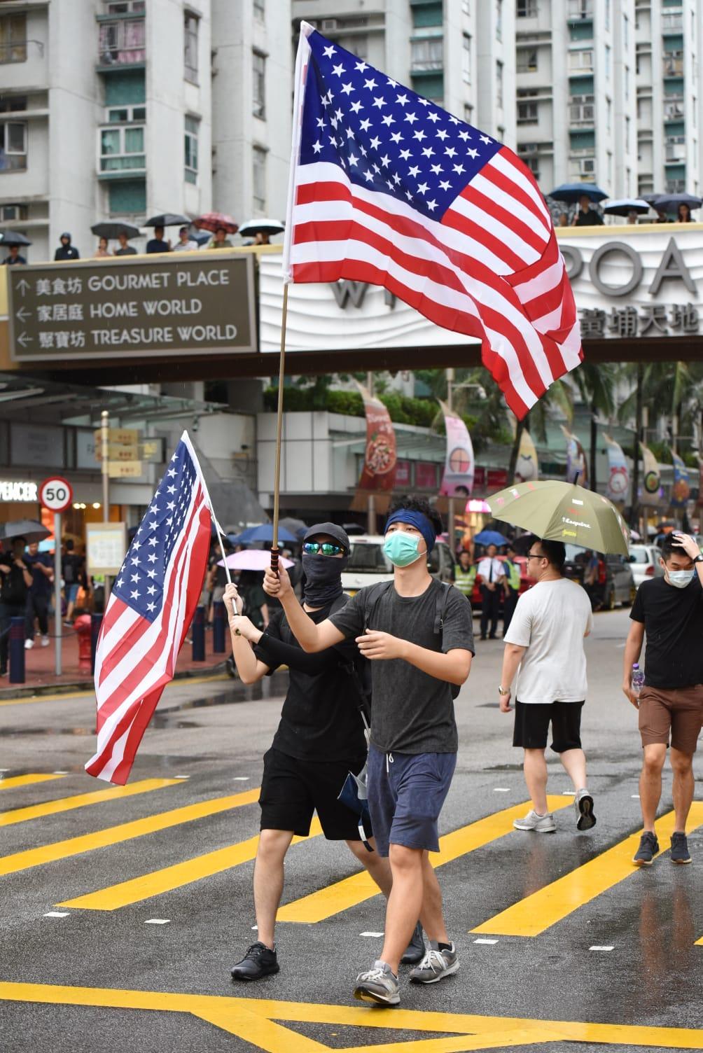 【逃犯條例】「光復紅土」估計2000人沿行人路行 警指3500人海心公園起步