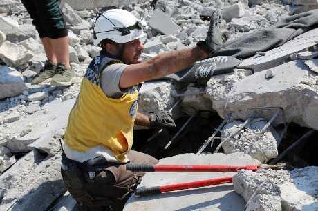 敘利亞政府軍及其俄國盟友正加強空襲伊德利布地區,自4月底以來的空襲行動已造成數百人喪生。AP
