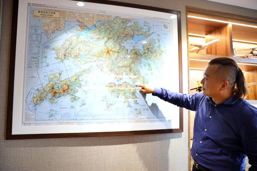 鳥瞰香江多年,蔡表示特別喜愛駕駛直升機穿越維港。
