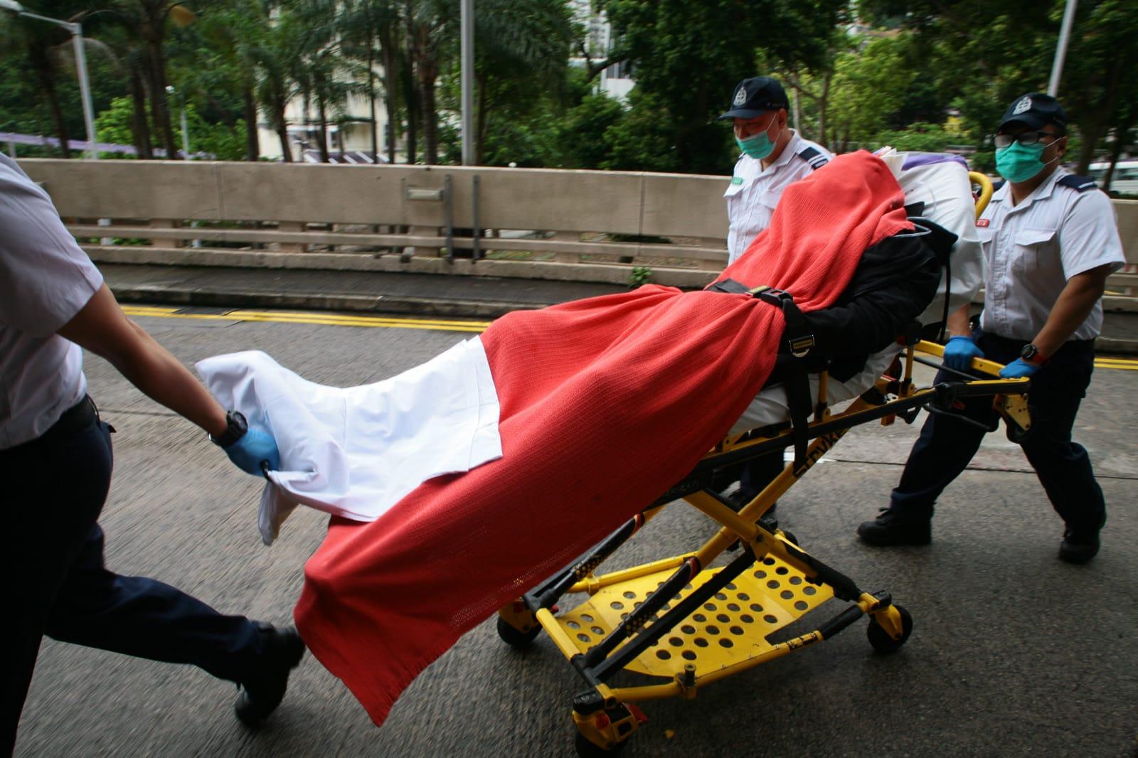 4名職員受傷。楊偉亨攝