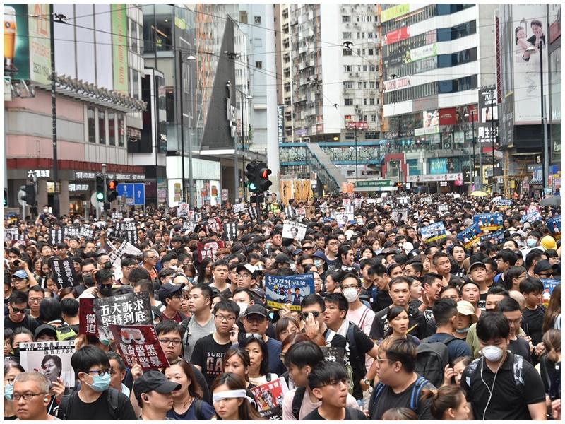 警方呼籲區議員就公眾集會及早作出相應安排。