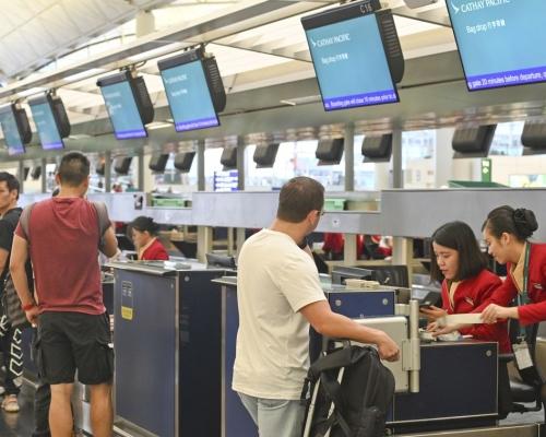 【機場集會】傳告示寫停飛因香港進行空管 國泰澄清是惡作劇已移除