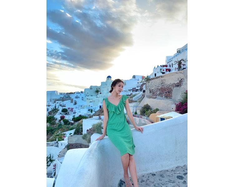 Jennifer暢遊了經典的「跳島」行程,包括「藍白國度」聖托里尼。