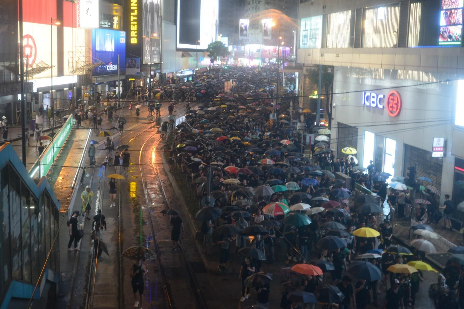 民陣呼籲民眾可繼續「流水式」參與集會直至晚上11時。