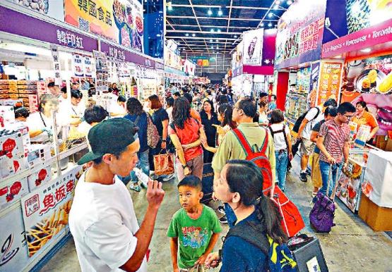 美食博覽會昨日遇上港島區集會,商戶歎人流大受影響。梁譽東攝