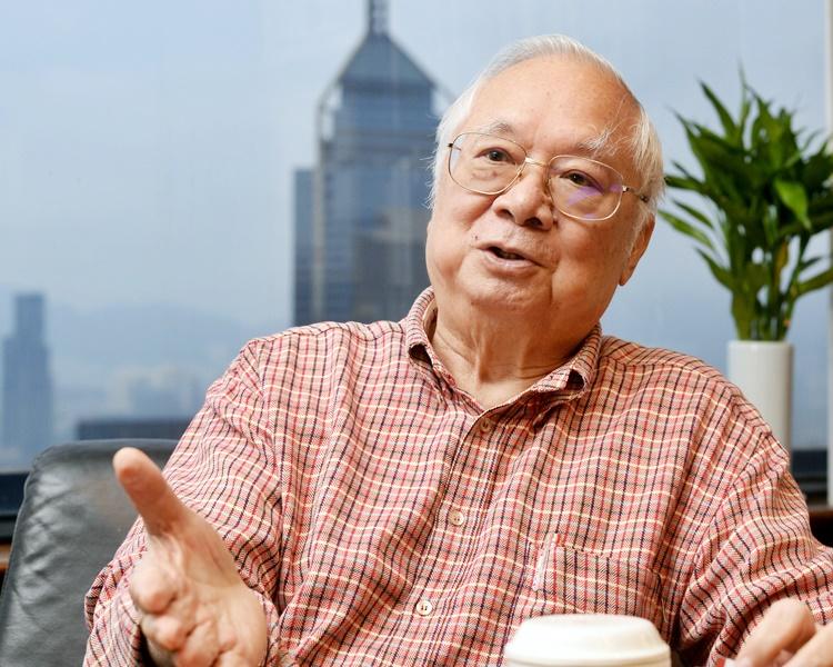 胡應湘在廣告中提醒,縱容暴力及有法不依,香港必定走向衰落。資料圖片